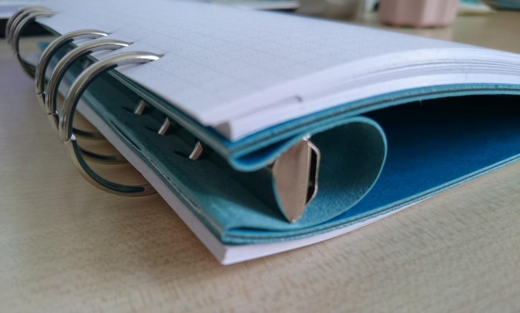 Kunstleder-Clipbook umgeklappt